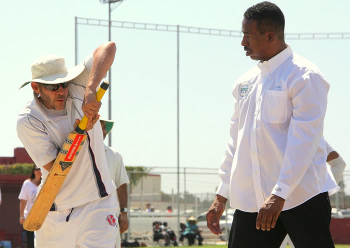mayor takes cricket lessons